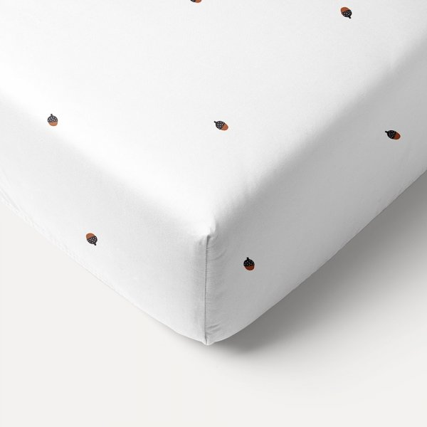 white_acorn_printed_fitted_sheet_55x90cm_petite_amelie