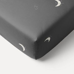 60x120_moon_star_printed_charcoal_grey_fitted_sheet_petite_amelie
