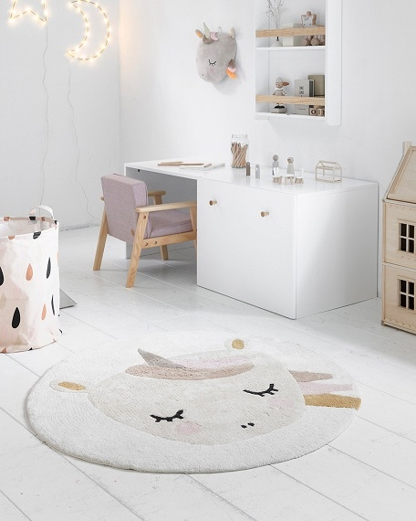 blush-pink-armchair-toddler-room-inspiration-petite-amelie-5