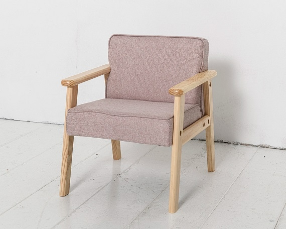 blush-pink-armchair-toddler-room-petite-amelie-2