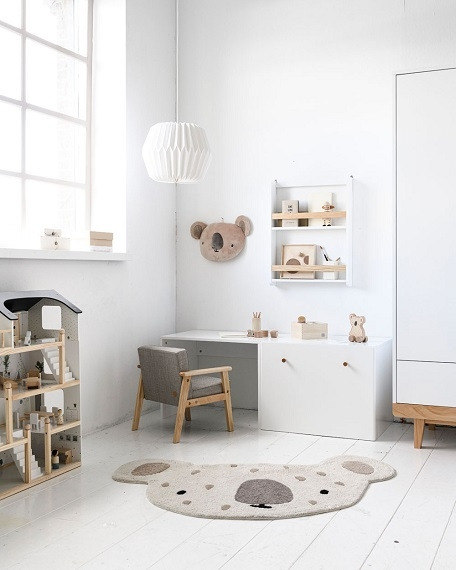 grey-armchair-toddler-room-inspiration-petite-amelie-6